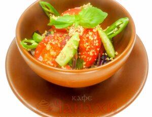 Салат овощной грузинский с орехами