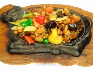 Морепродукты на раскаленной сковороде